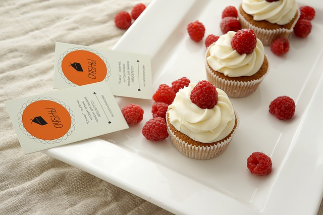cupcakes-697445_640